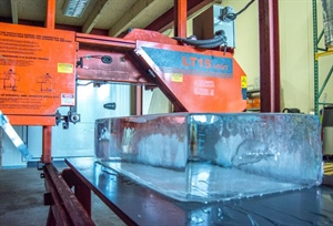Sawmilling Ice for Dutch Parties and Events
