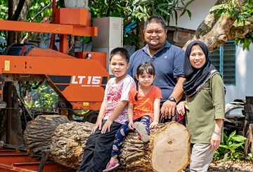 Malaysian schoolteacher achieves dream of his own woodworking venture
