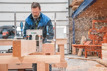 Dutch woodworker builds timber frames with LT70