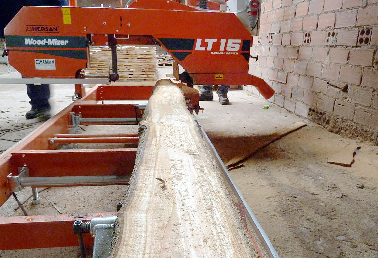 Wood-Mizer LT15 sawmill processing walnut and cherry on forestry plantations in Spain