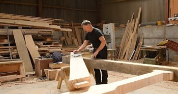 Wood-Mizer LT40 sawing for timber framer in the UK